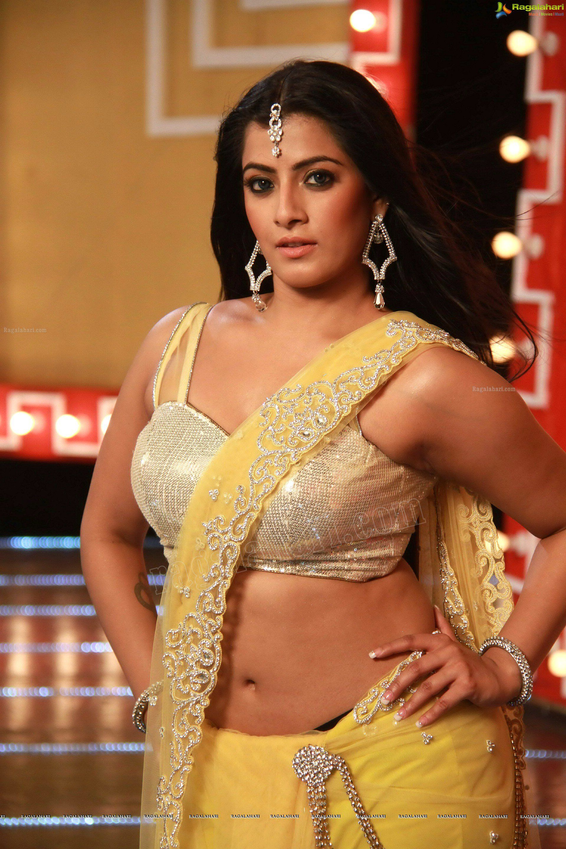 Hot hd wallpapers of tollywood actress